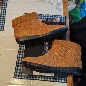 Beacon corduroy tan boots